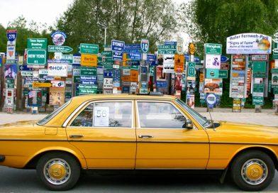 Schildergrüße vom 16. Jahrestreffen des Mercedes-Benz W123-Club e.V. Vogtland-Sachsen-Thüringen-Franken