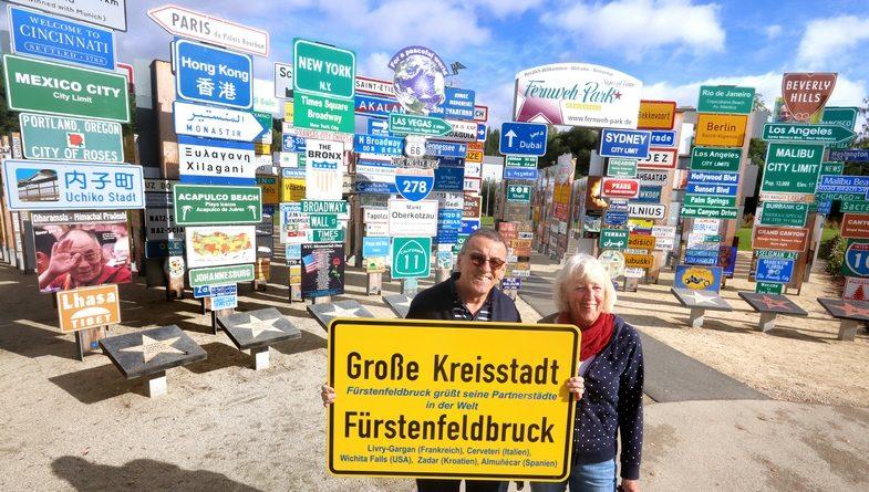 Fürstenfeldbruck – Schildergruß mit besonderem Hintergrund